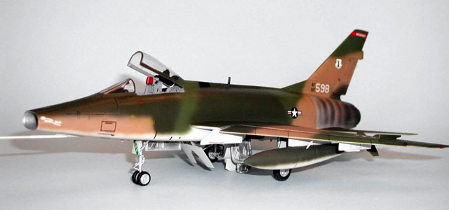 F-100 Super Sabre by Fred Schwarz (Monogram 1/48)