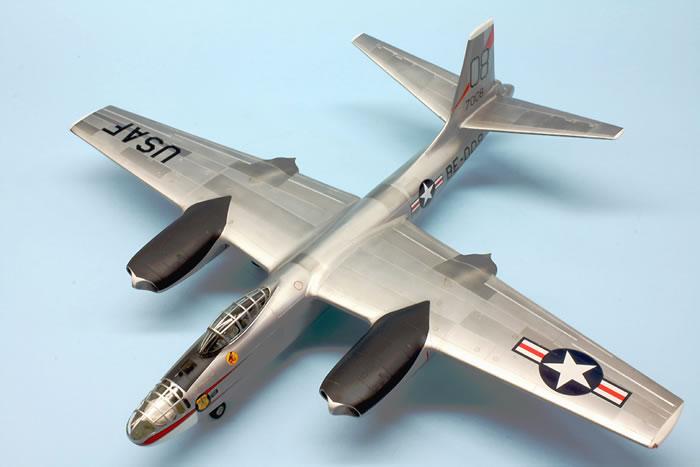 Valom Models 1//72 North American B-45C Tornado Model Kit